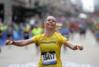 Helena Olmås vid målgången Boston Marathon 2019