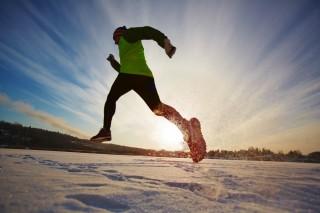 ac6deed6880 Jodå, det går att springa nu också. Löpning är en året runt-sport. Kan man  bara knepen så kan vinterpassen bli både sköna och givande. Vi har ...