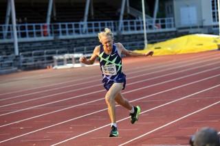 David Nilsson under ett 5000-meterslopp på bana – i de numer förbjudna Nike Alphafly Next%